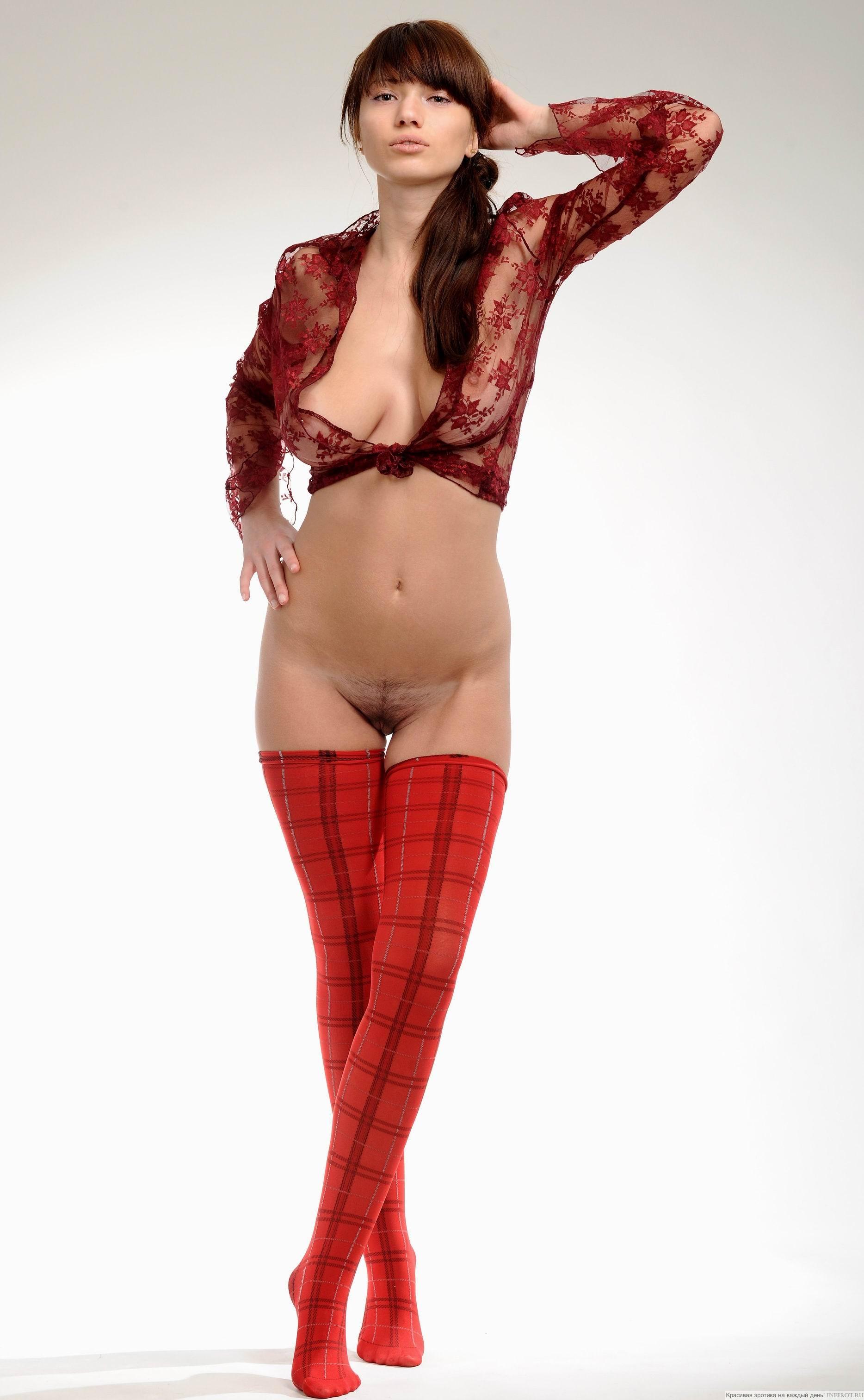 Прозрачной блузке и без трусов 13 фотография