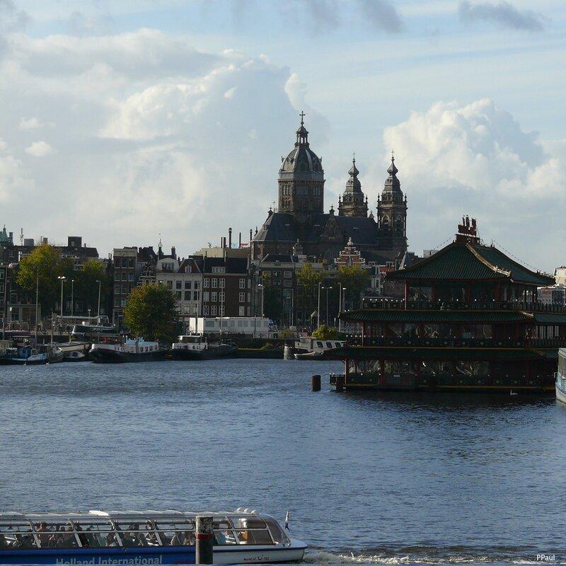 в порту города...