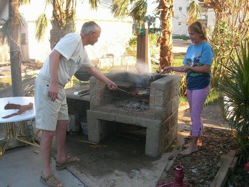 После урагана пищу готовили только в печке...