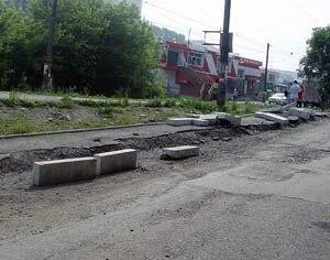 Пропавшие бордюры с улиц Владивостока нашлись в овраге