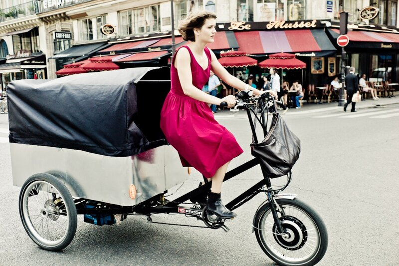 delivery girl photos by Yanidel
