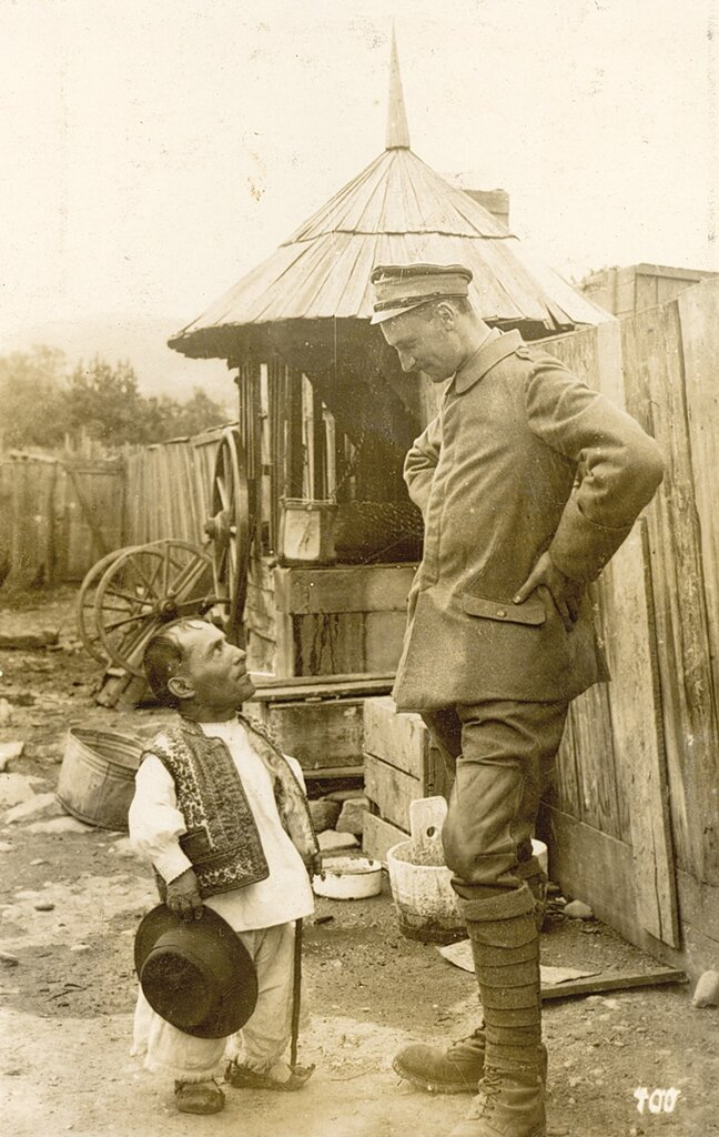 Немецкий Alpenkorps солдат и румынскии сельский житель