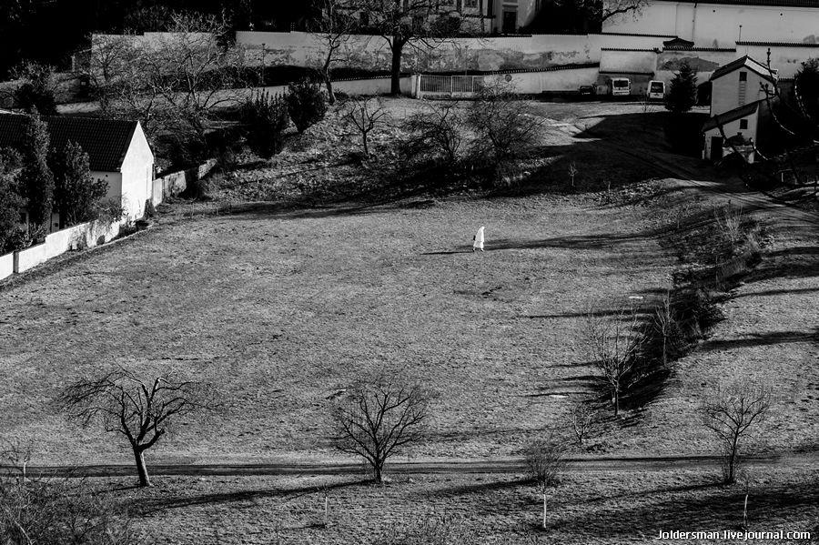 одинокая монашка в Праге