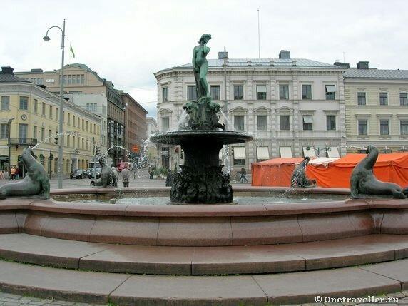 Фонтан в центре Хельсинки