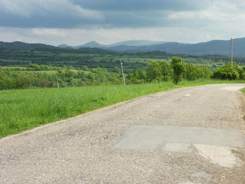 пейзаж дорога и горы в сербии