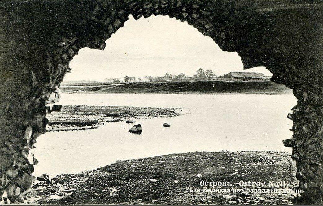 Река Великая из развалин башни