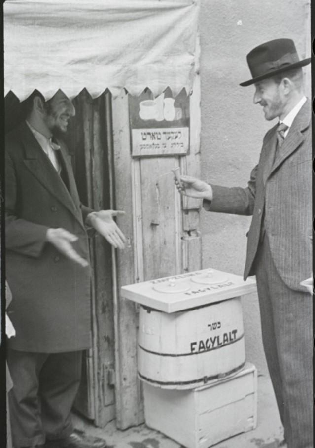 Друг Вишняка Генрик Шварц и торговец мороженым
