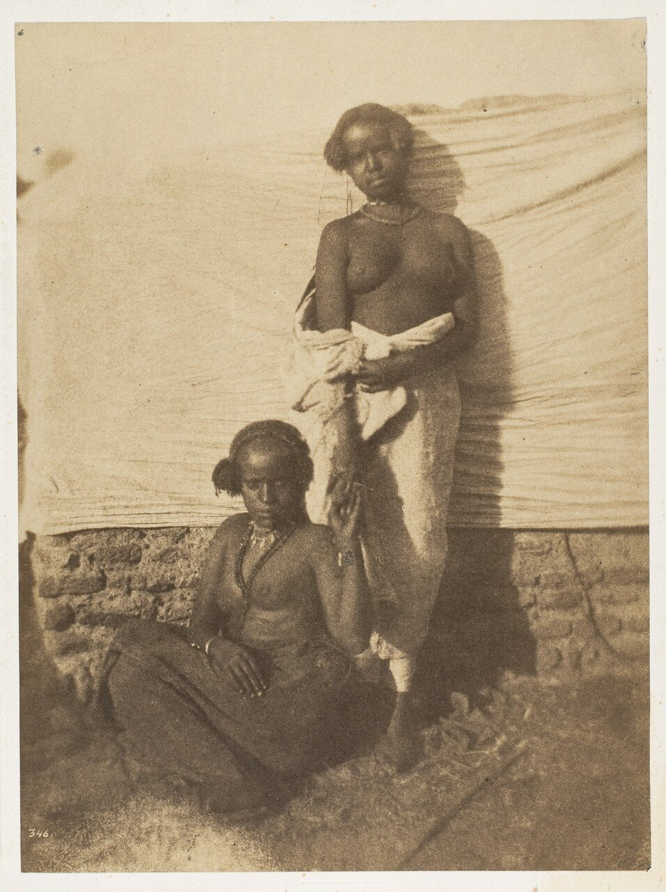 1852. Две женщины