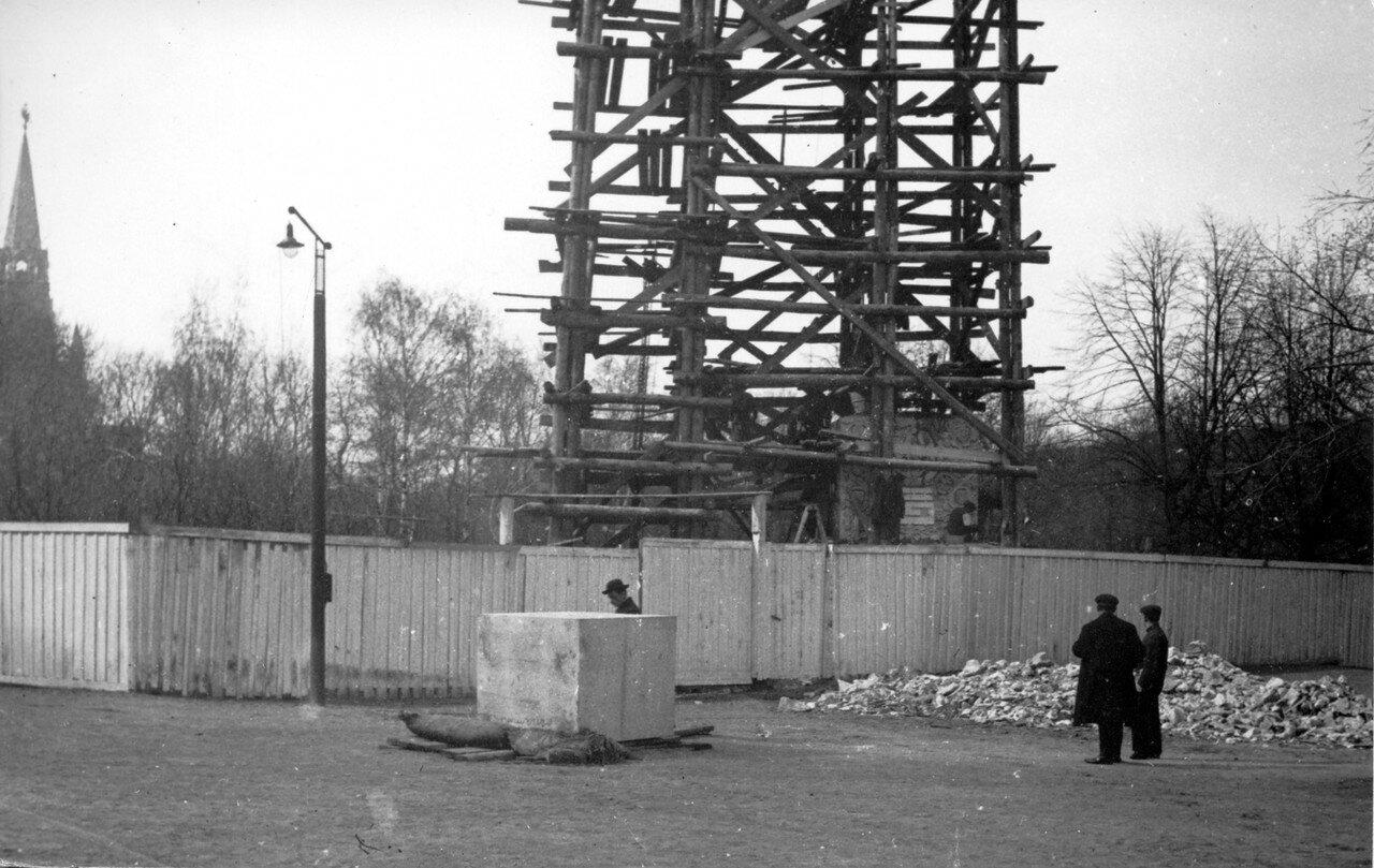 663. Создание Романовского обелиска в Александровском саду. 1914