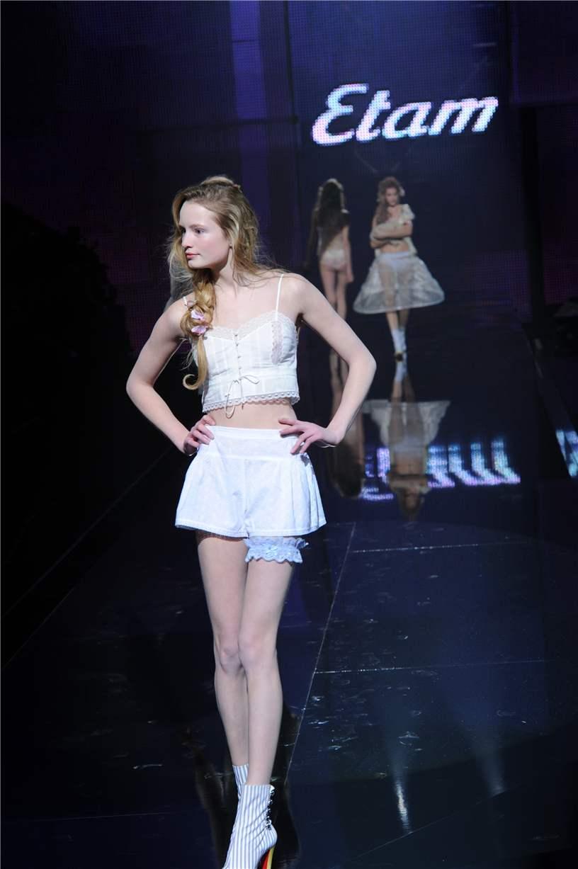 показ белья Etam Lingerie Show 2011