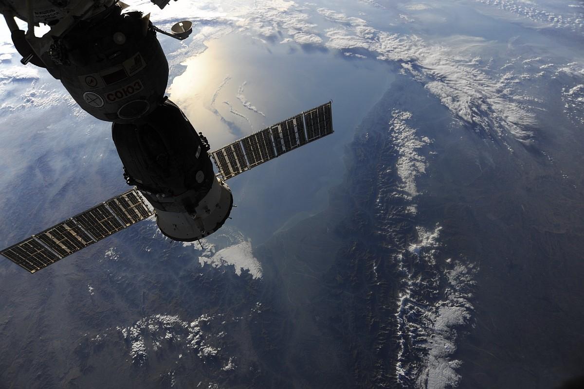 Восход солнца и его отражение от Каспийского моря