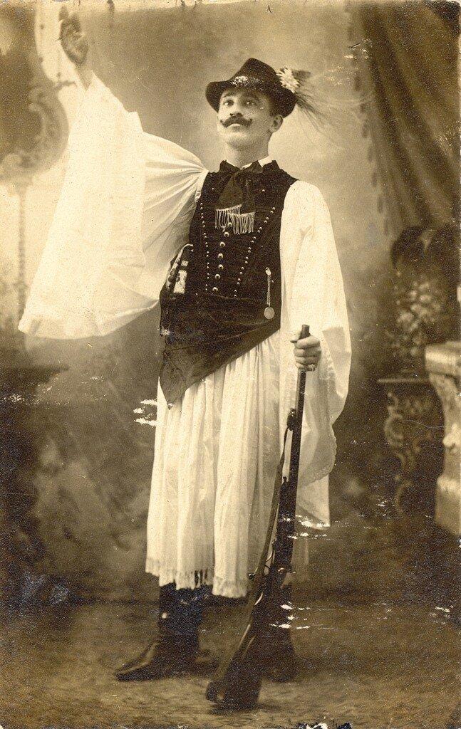 Венгер в национальном костюме  1901-1907