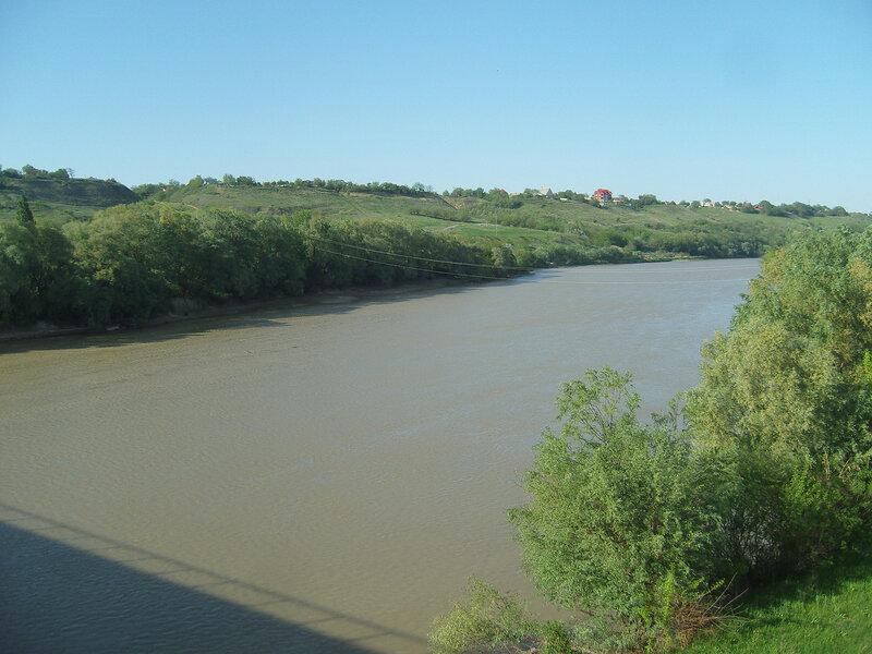 река Кубань у станицы Тбилисской