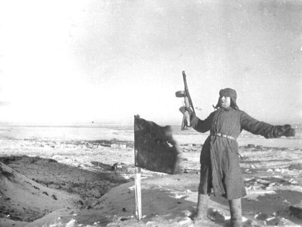 Стратегическое значение Сталинграда определялось двумя важными факторами: его оборонным потенциалом и географическим...