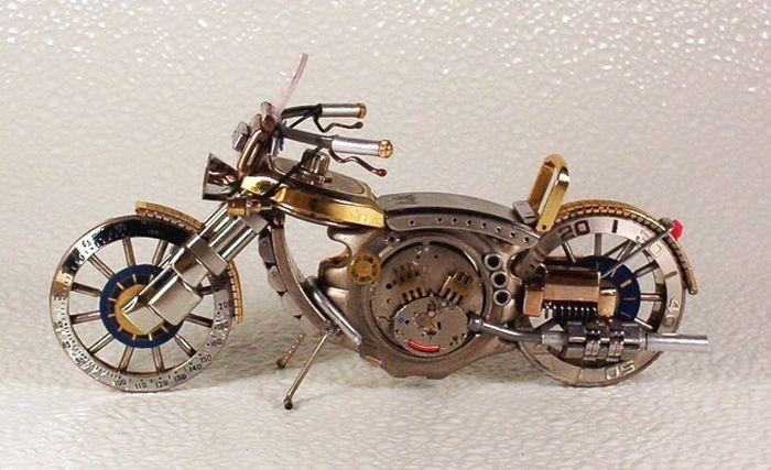 мотоцикл из старых часов