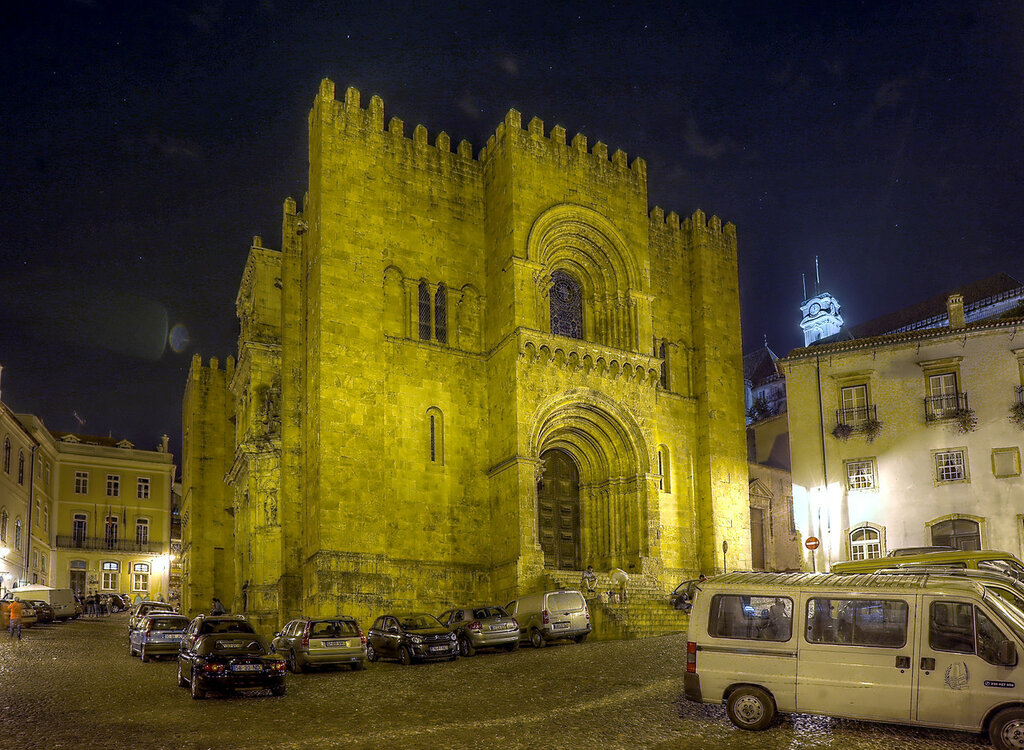 Ночная Коимбра. Кафедральный собор или старый собор (Sé Velha). HDR