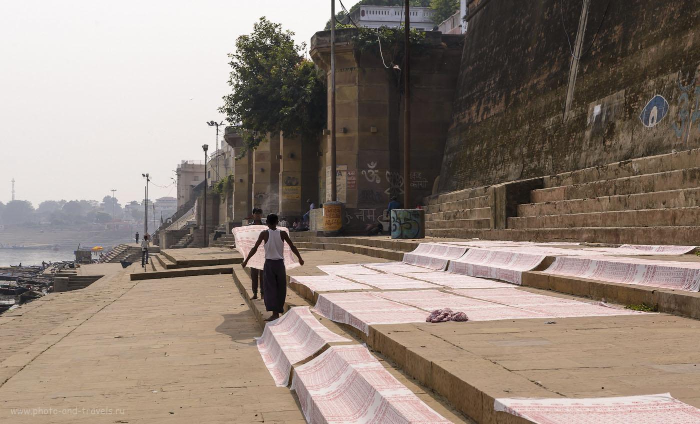 Фото 7. Если вы решили поселиться в Варанаси в дешевом отеле, убедитесь, что белье в нем не стирают в Ганге и не сушат на каменных ступенях старинных гхатов. О санитарии в Индии. 1/500, 10.0, 200, 70.