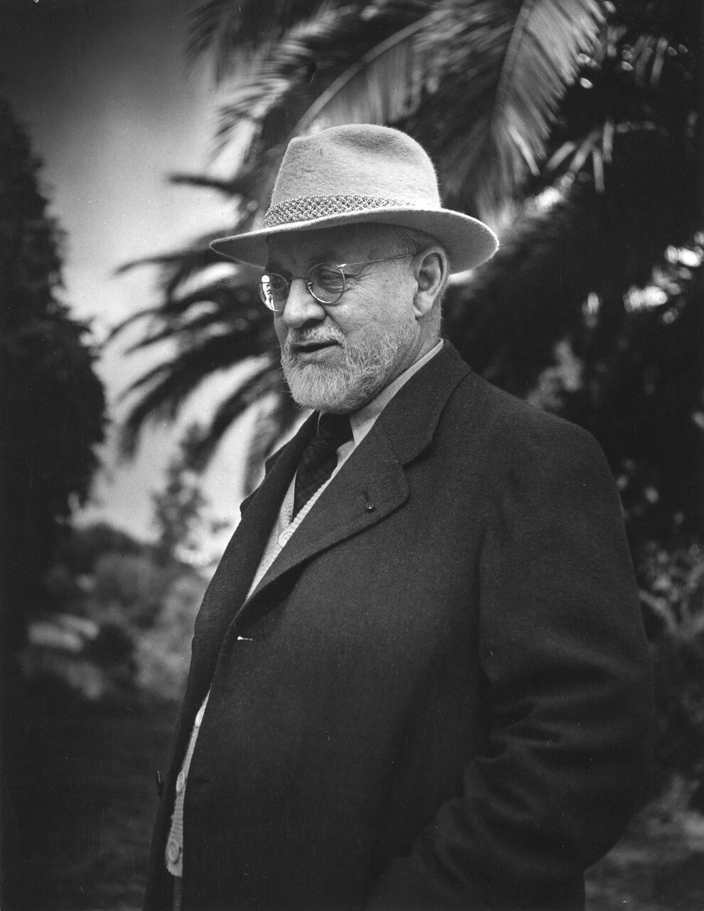 1946. Анри Матисс в Сен-Поль-де-Ванс в саду виллы «Le Reve»