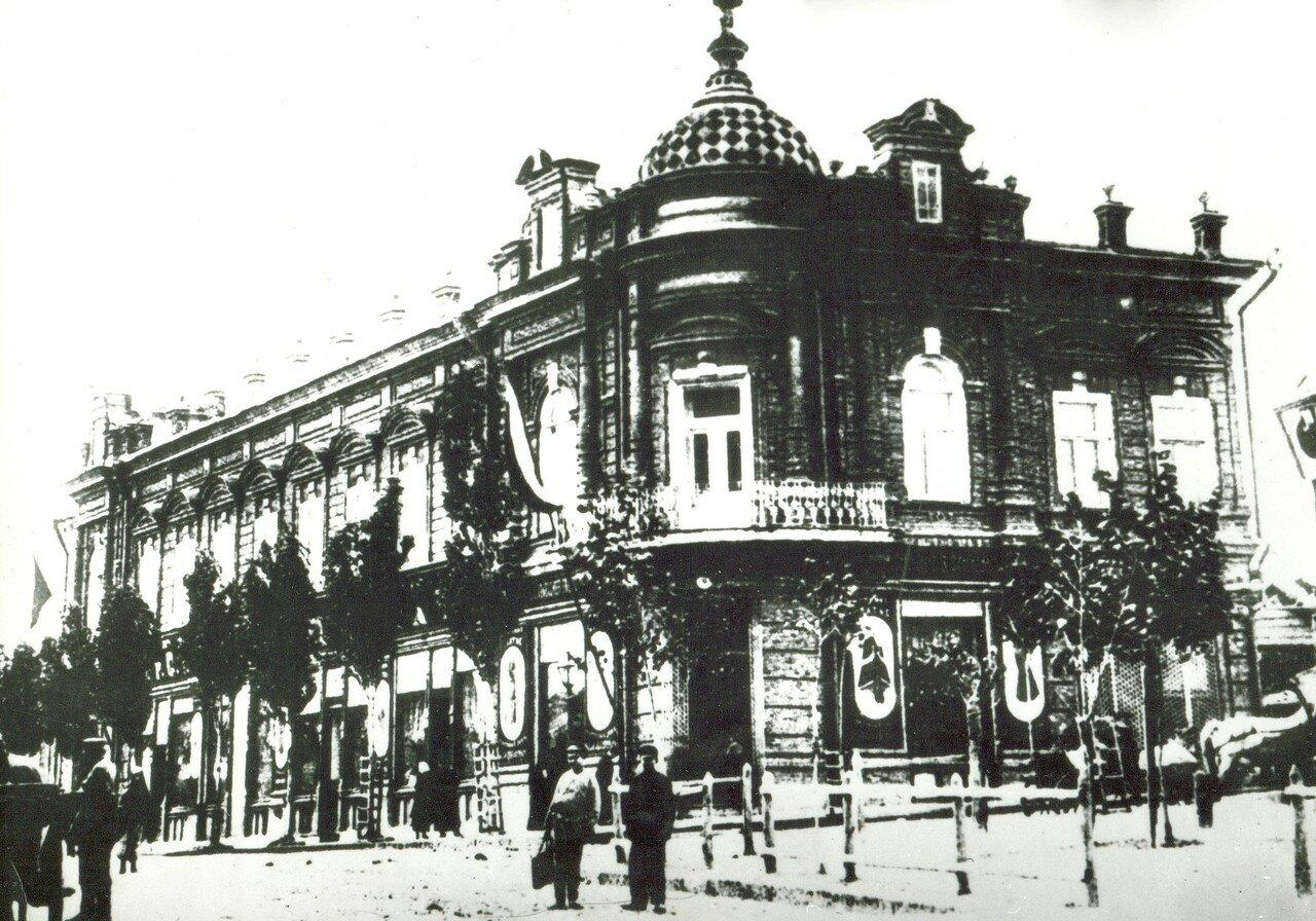Магазины братьев Абадашевых  на углу Торговой