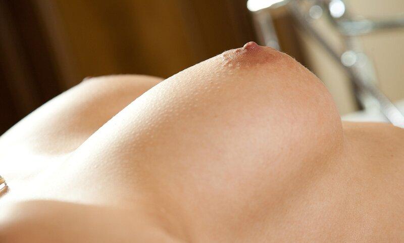 Скачать фото сиськи, грудь, крупно, сосок в разрешении 5600x3733.