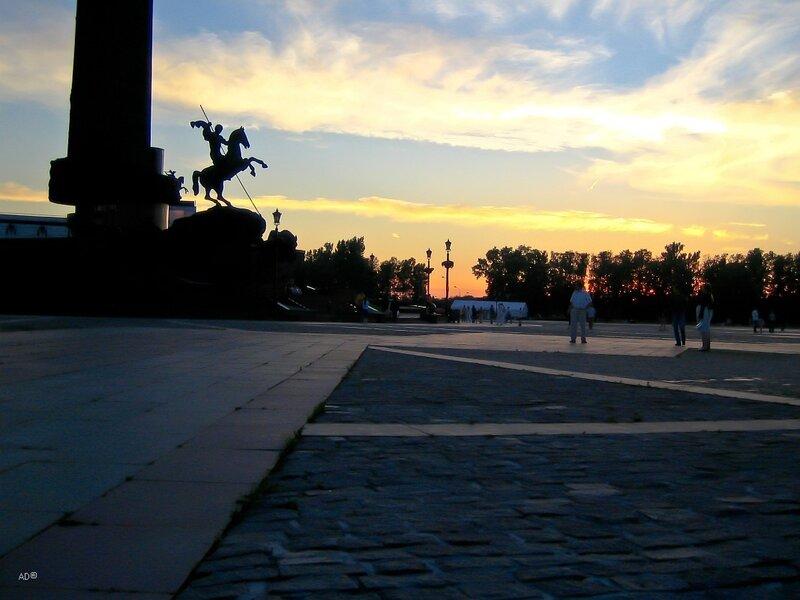 Площадь Победителей, Монумент Победы