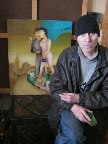 художник Урлин Геннадий на фоне своей работы