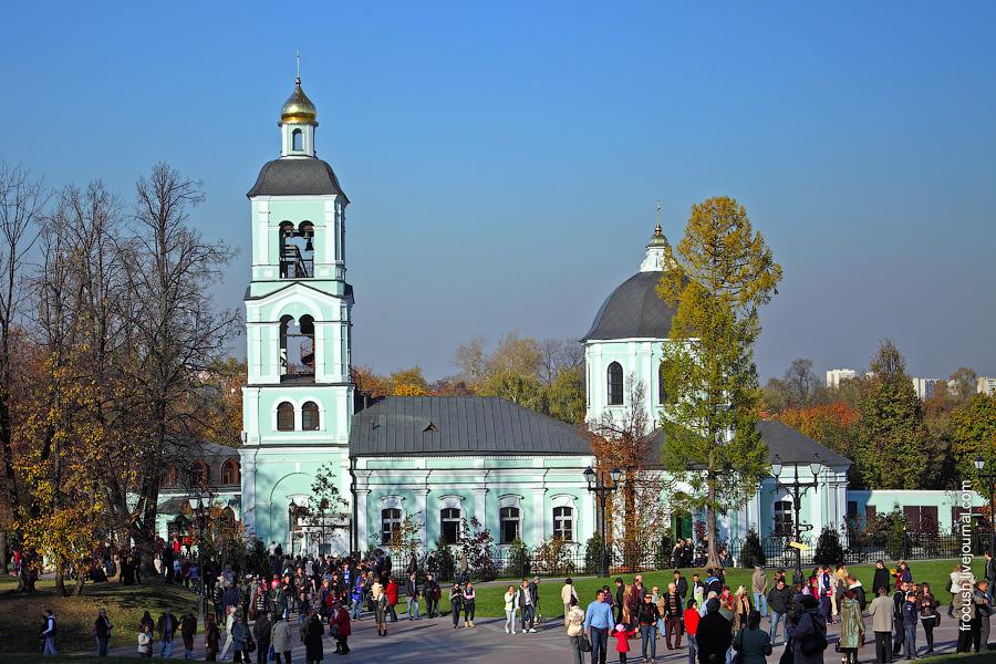 Церковь Иконы Пресвятой Богородицы «Живоносный Источник» в Царицыно с подворьем