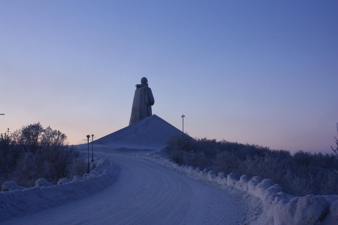 Дорога к памятнику Алёше.