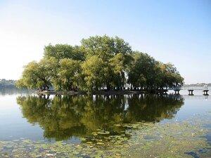 Острів кохання на Тернопільському ставу.