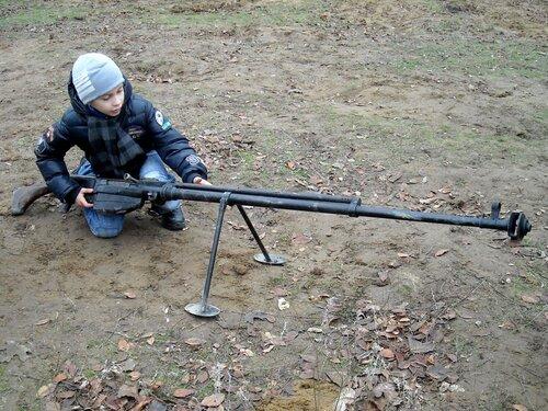 Российские дети как и афганские умеют обращаться с оружием.