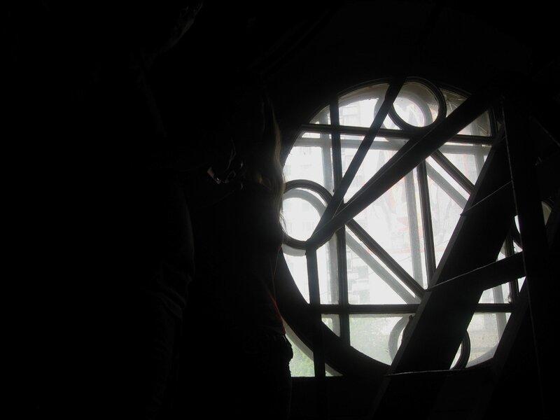 Круглое окно в башне.