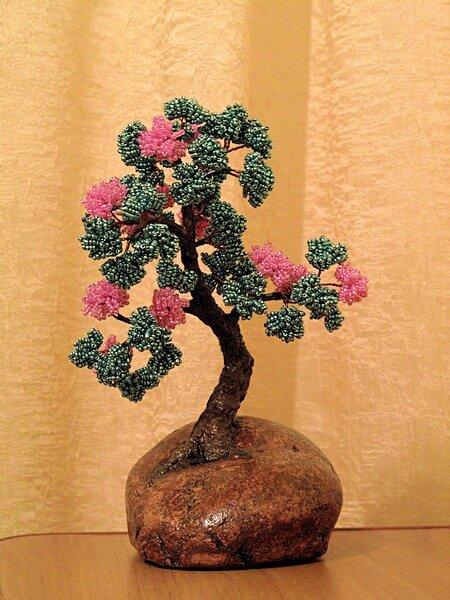 Цветущий бонсай из бисера.
