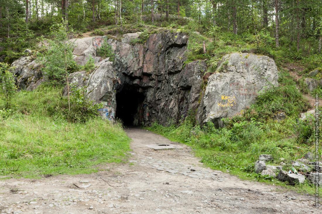 выдолбленная в скале казарма на 200 финских оккупантов