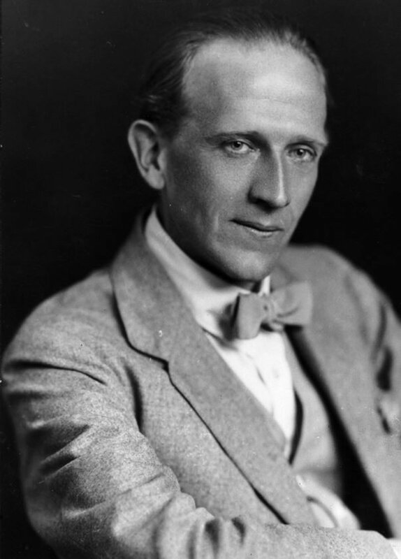 circa 1920:  Alan Alexander Milne (1882 - 1956), author of the famous 'Winnie the Pooh' books for children.  (Photo by Hulton Archive/Getty Images)