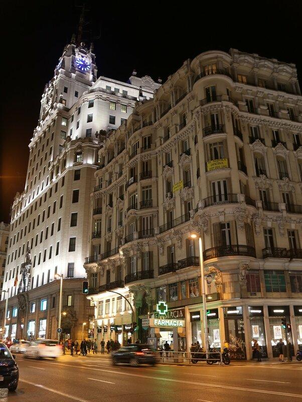 Ночной Мадрид. Гран-Виа. Здание компании Телефоника (Edifico Telefonica)