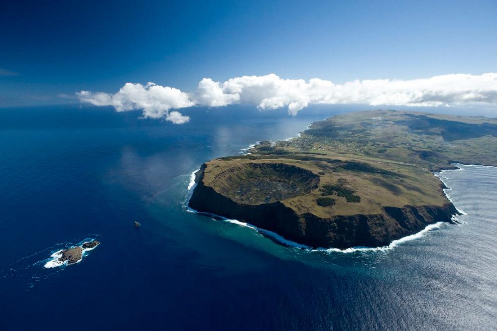 3. На момент открытия острова голландским адмиралом, население острова составляло 2-3 тыс. чел.