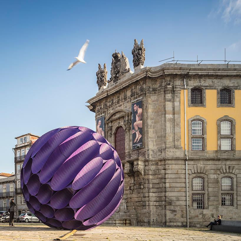 Необычная инсталляция в центре Порто (13 фото)