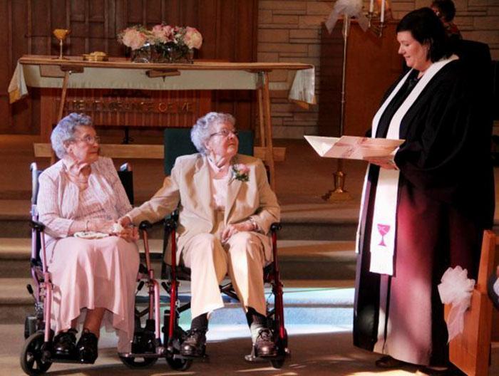 Эти женщины из Айовы 70 лет провели вместе и только теперь смогли официально заключить брак.