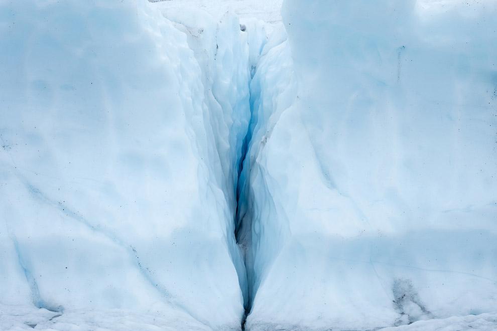 7. Ледник Матануска двигается со скоростью около 30 см в день. Летом температура у ледника може