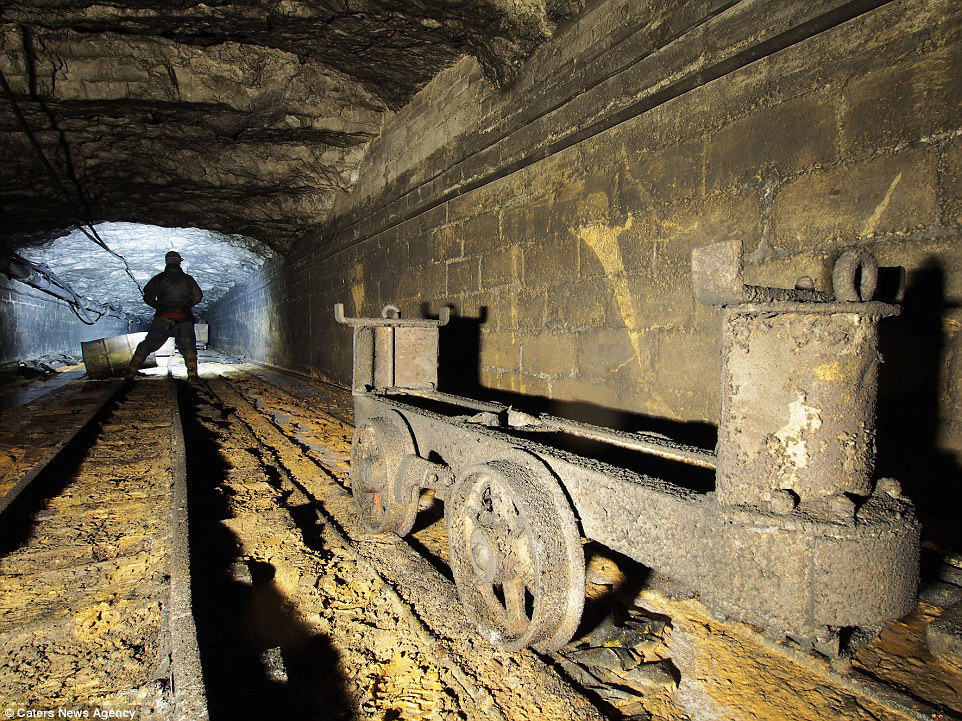 7. Спускаясь род землю, вас ожидает много опасностей: переохлаждение, опасные подземные скалы,