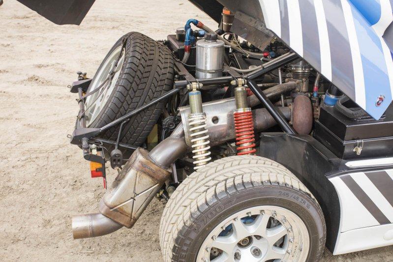 Второй Ford RS200 был выпущена в количестве 200 штук для омологации к гонкам WRC.