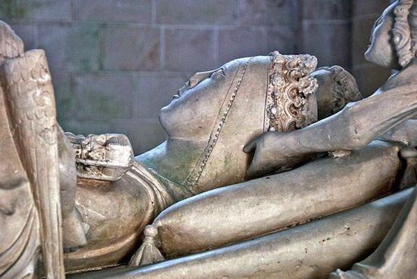 10. В 1357 году королевой Португалии стала мертвая женщина. Принцесса Инес де Кастро была второй жен