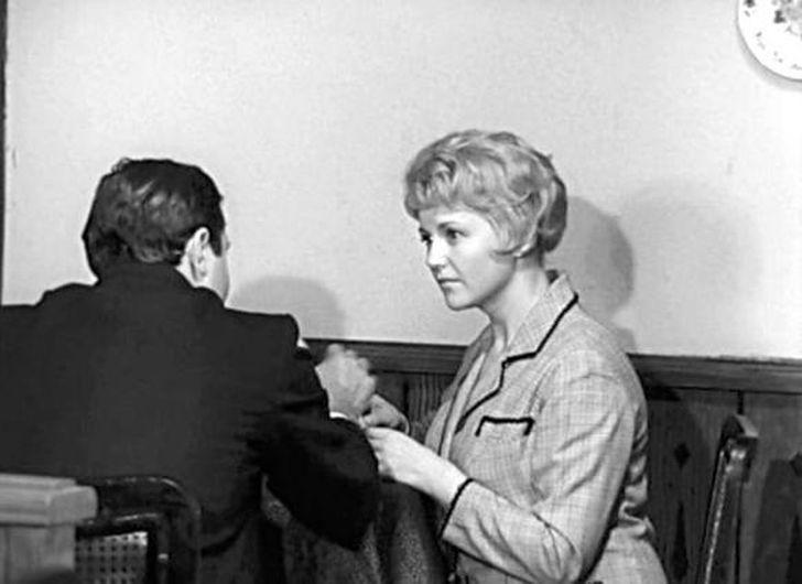 Элеонора Шашкова Один из самых романтических эпизодов картины — встреча полковника Исаева с супругой