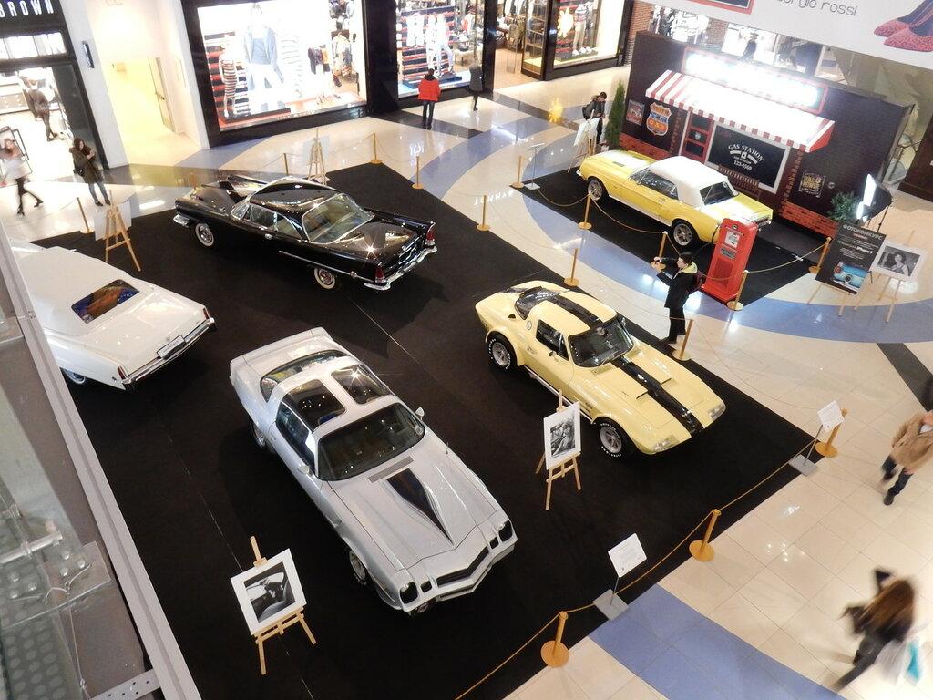 Выставка ретро автомобилей в ТЦ Метрополис