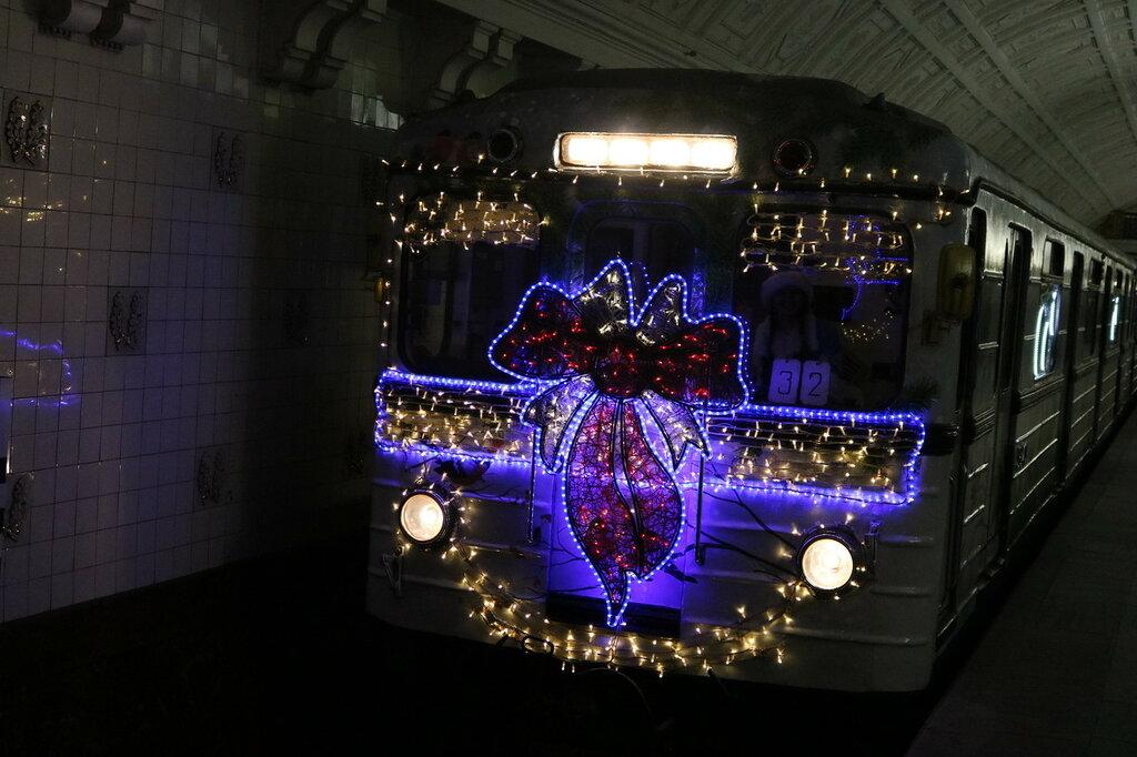 Новогодний поезд мчится
