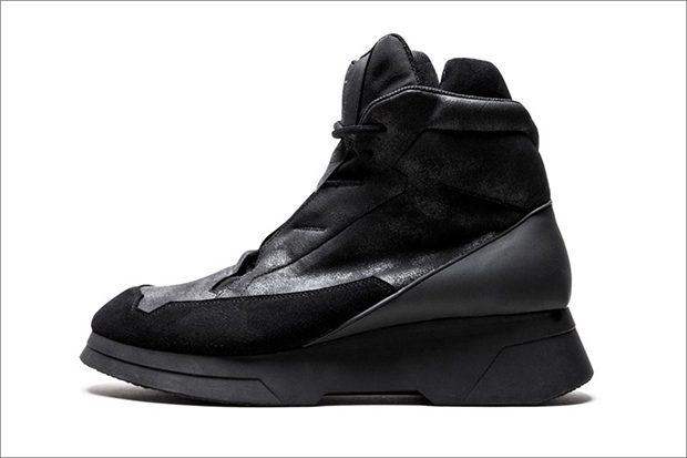 Tokyo-based designer Tatsuo Horikawa presented JULIUS High-Top Sneakers  from his Fall Winter 201