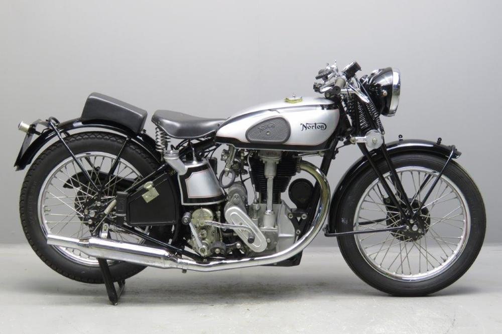 Старинный мотоцикл Norton International Model 30 1934