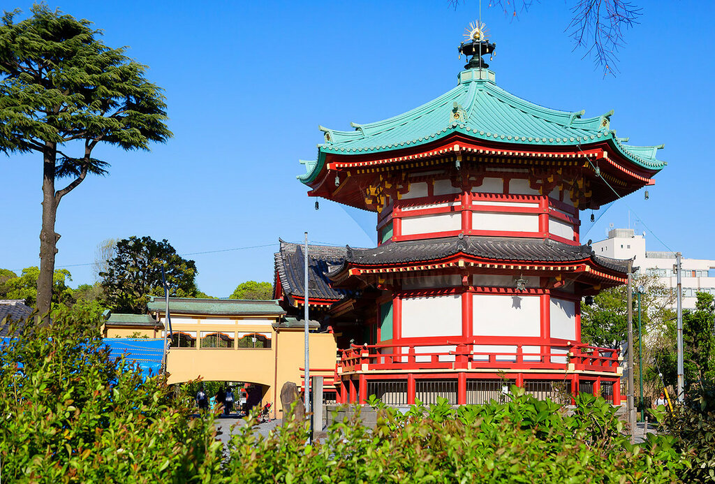 Япония. Пагода в парке Уэно.