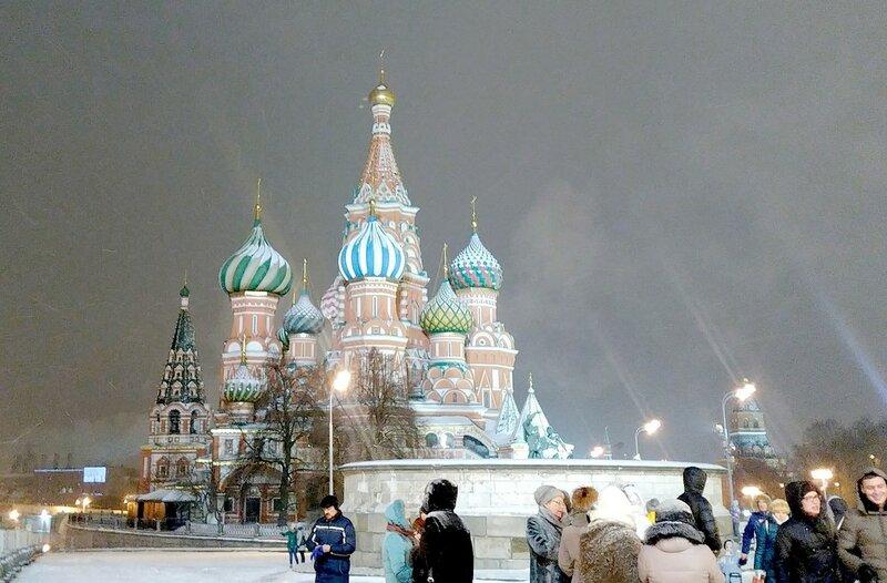 Привет новогодней Москве из почти весеннего Саратова