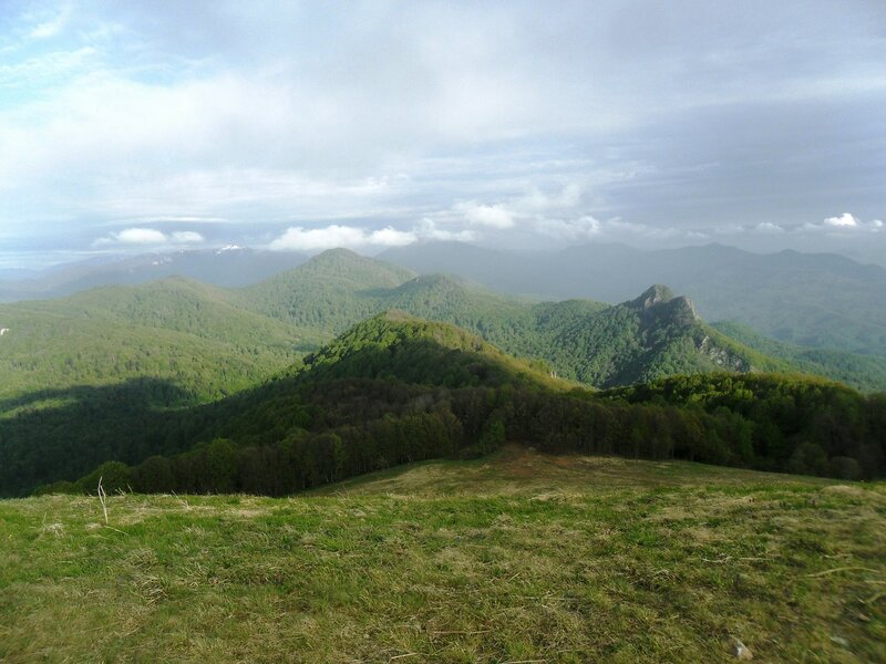 На вершине Семашхо, тень облака, облака и вершины